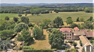 Grand house with a hectare, pool and fabulous views