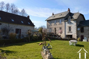 Water mill, manor and farmhouse on 4 hectares