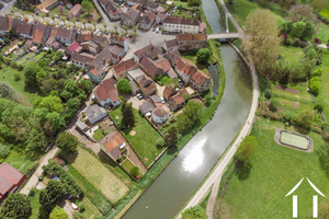 Large family home on the Canal du Centre