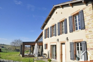Hamlet house 228m2 fully restored on a plot of 5399m2, Jacuzzi, very nice view Pyrenees and countryside.