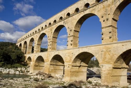 <en>Pont du Gard, real estate in french regions</en>