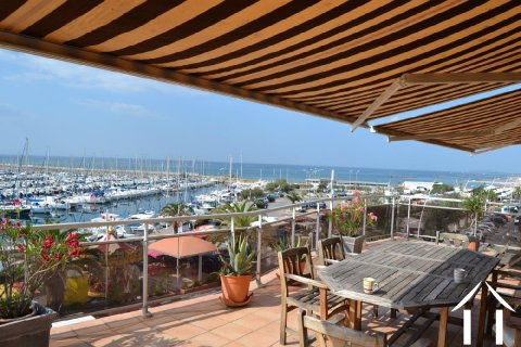 Spacious apartment on  A1 location with seaviews Ref # 11-2317