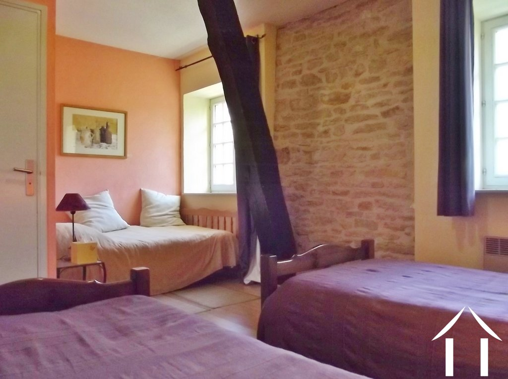 Bed and breakfast for sale buxy burgundy 9220 for Chambre d hote salers