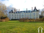 Voorzijde en eveneens westzijde chateau.