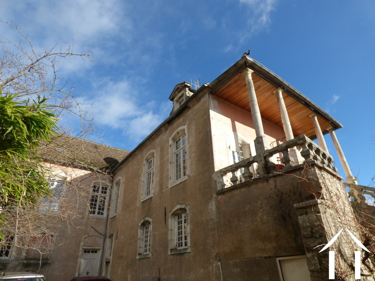 Character house for sale mercurey burgundy 11870 for Balcon de maison