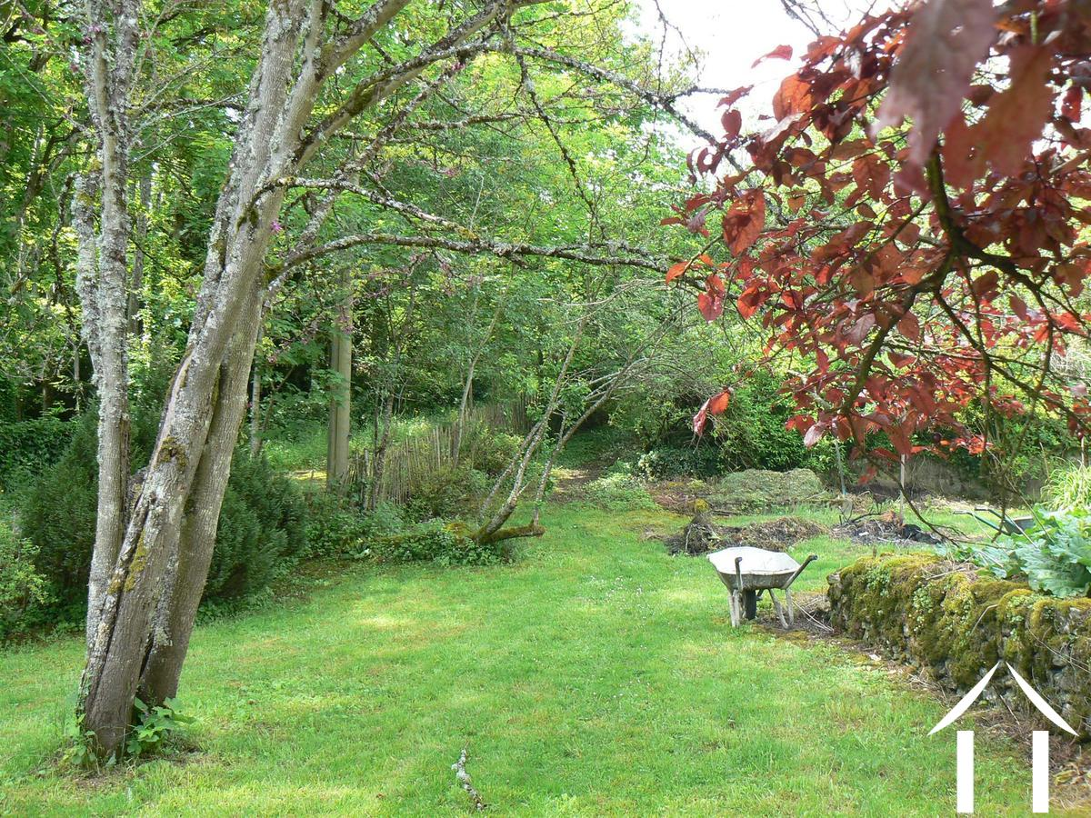 House with guest house for sale st gengoux le national for Jardin prive