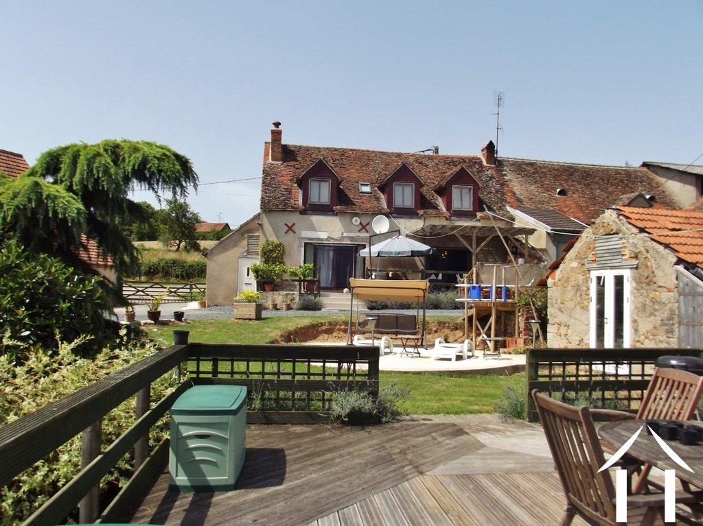 House for sale la chapelle au mans burgundy 12170 for Terrasse et jardin