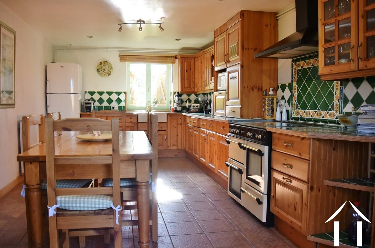 Farmhouse for sale paray le monial burgundy 12950 for Cuisine amenagee solde