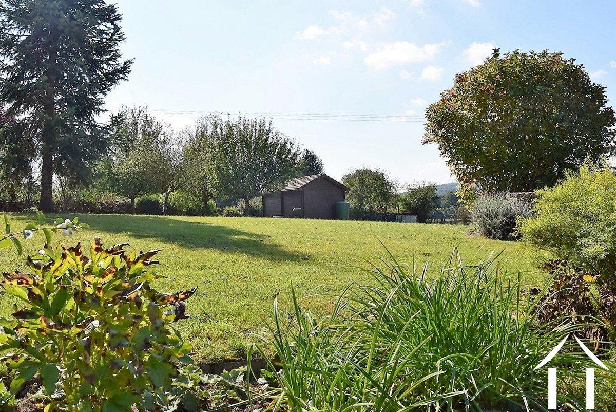 Village house for sale joncy burgundy 12334 for Jardin facile a entretenir