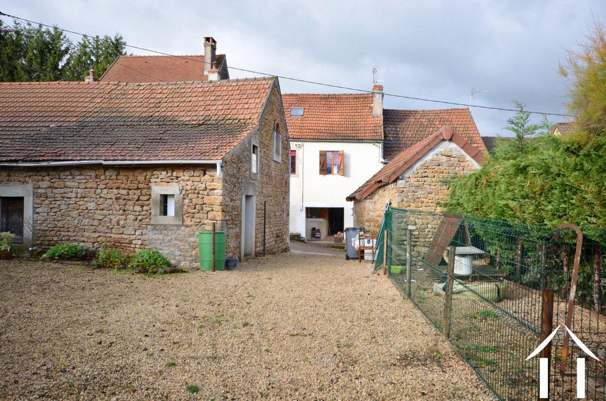 Maison de deux chambres avec grange et jardin