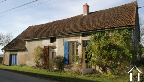 Farmhouse & Barn in Hamlet. Ref # RT4926P