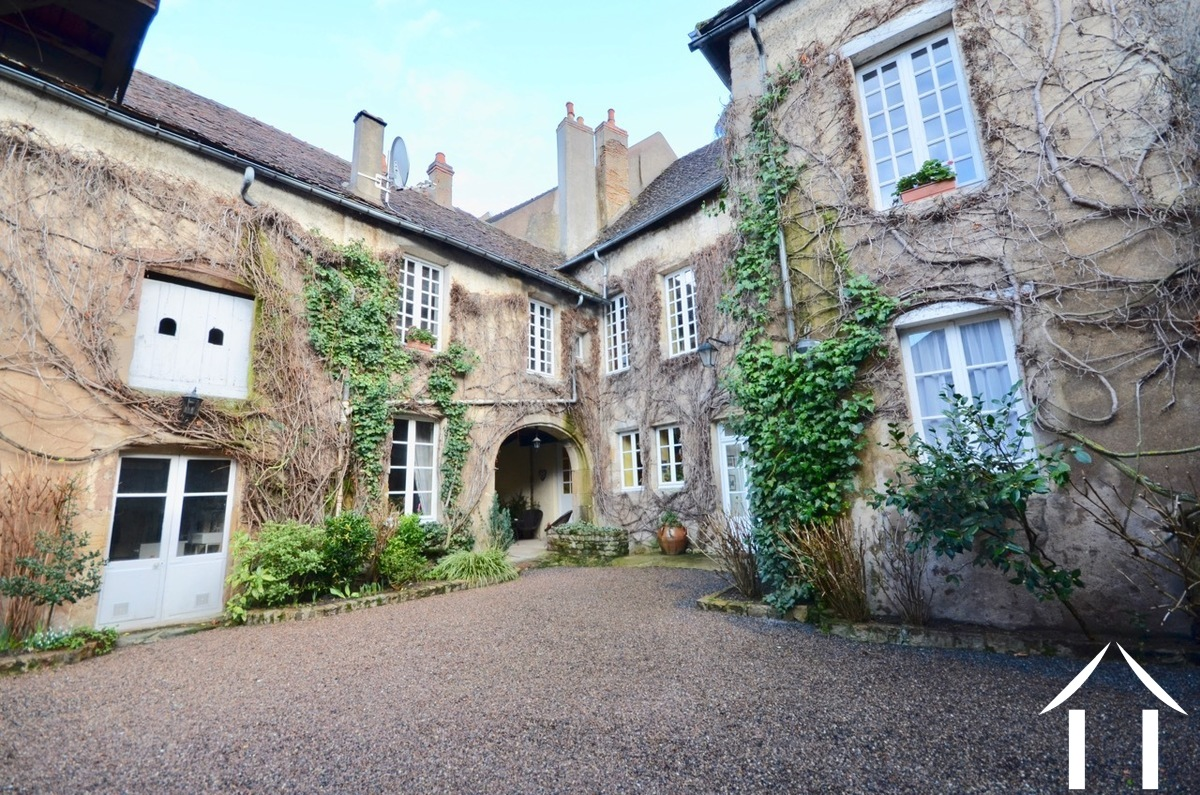 Large town house in historical center of Autun