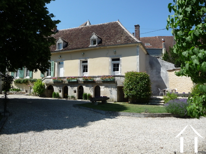 Beautiful property with guesthouse in the Puisaye area