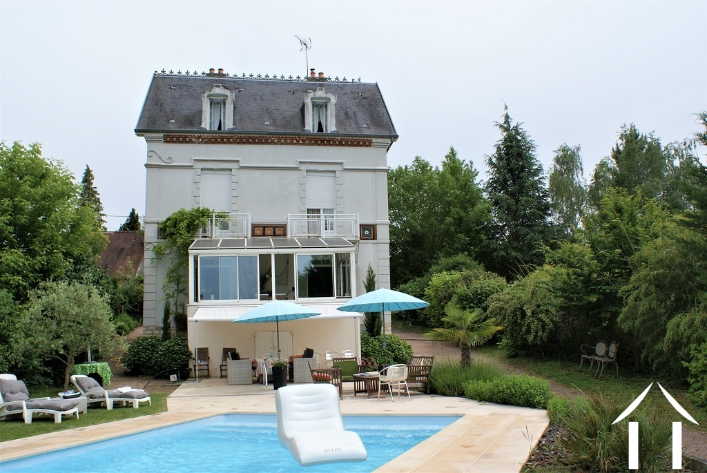 Very pretty manor house on river Saone with pool