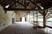 terras/zaal boven paardenboxen