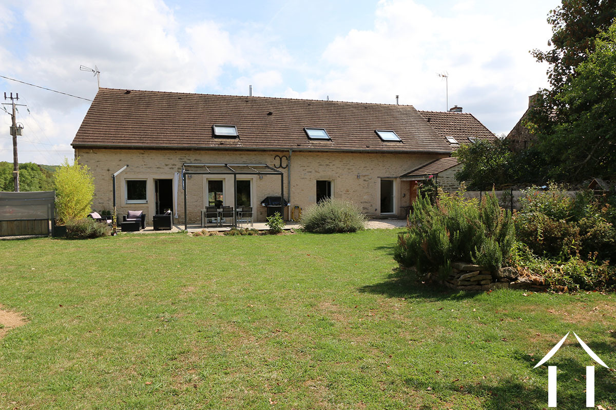 Village  house with guest house, entirely renovated
