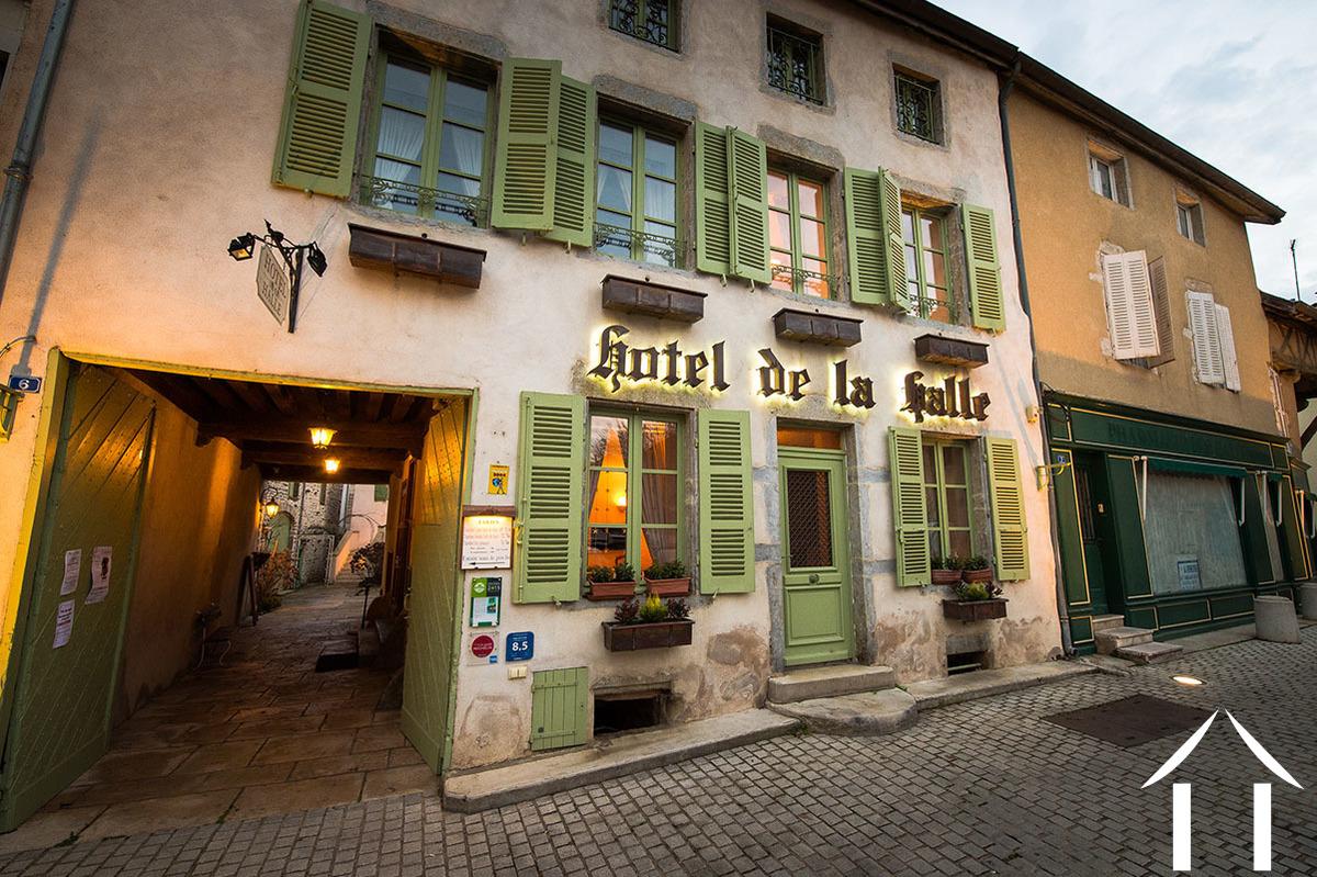 Hôtel de la Halle in the center of Nolay