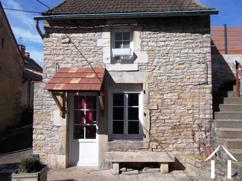Compact Stone Cottage. Ref # RT4995P