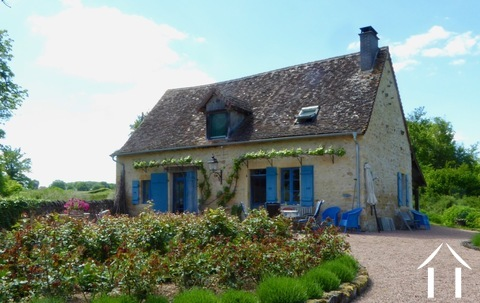 Charming and very comfortable cottage ready to move in. Ref # DF4969C