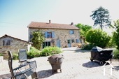 Lovely stone house with 3 bedrooms Ref # BH5014V image 11 grande cour devant la maison