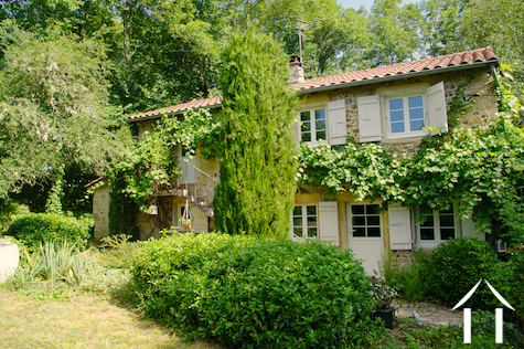 Charming cottage with beautiful garden and natural pool Ref # DF5051C