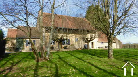 Farmhouse with character and big barn of 240m2.  Ref # DF5102C