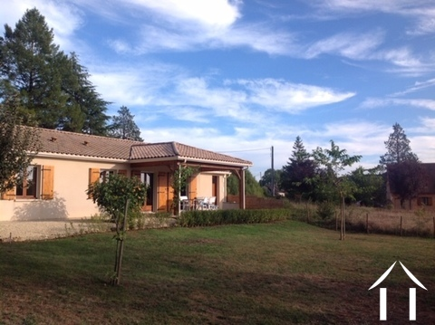 Beautiful House situated in hamlet nearby a lovely river. Ref # GVS4891C