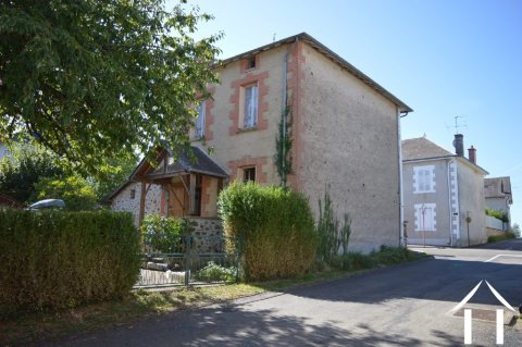 Large house with outbuildings in the centre of the village. Ref # Li504