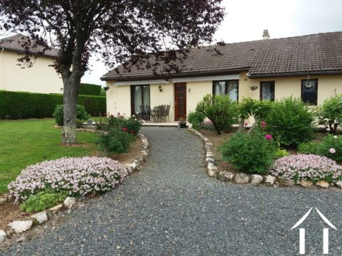 Bungalow 140 m² with double garage Ref # Li551