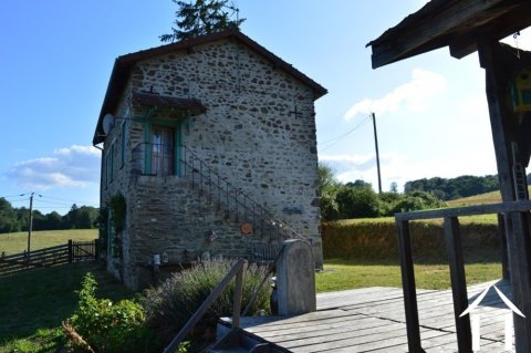 House with studio flat, terrace and beautiful countryside view Ref # Li554