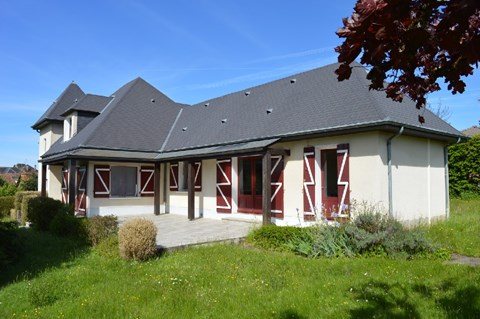 House with attached guesthouse on 0,61 acres Ref # Li562
