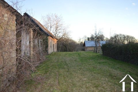 Property with barn and outbuilding to renovate Ref # Li563