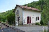 Railway cottage near the river La Vienne Ref # Li566 image 33