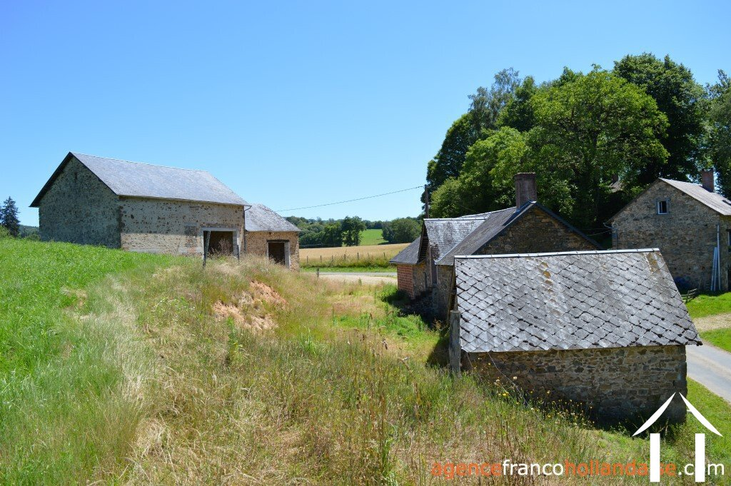To renovate with outbuildings and 2,2 acres