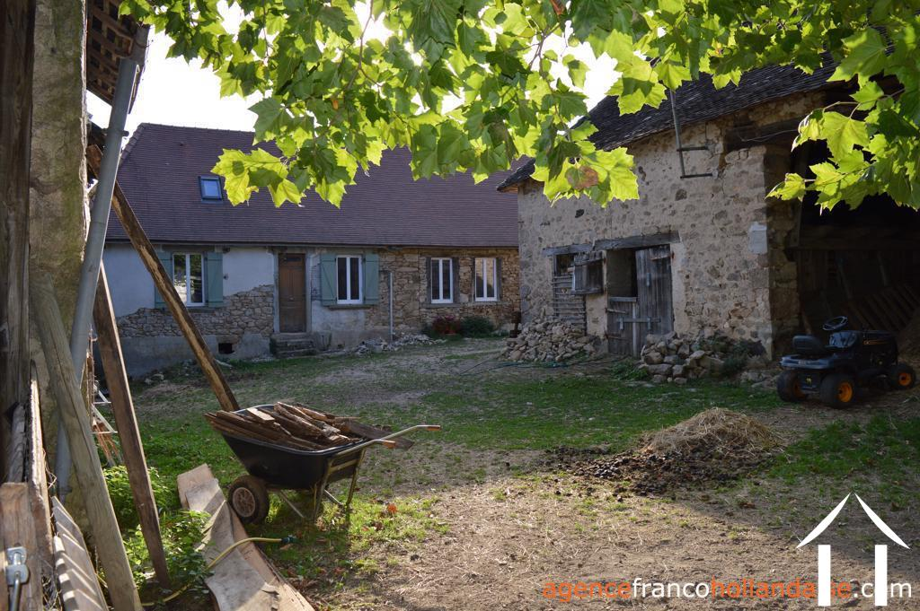 Project with large outbuildings and 1½ acre