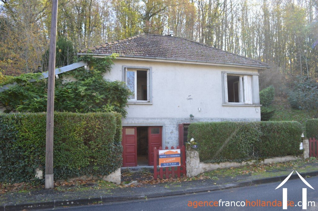 2 Bed town house with an acre of woodland