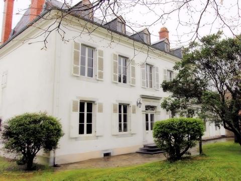 Maison de ma tre for sale tarbes midi pyrenees 12180 for Maison de maitre definition