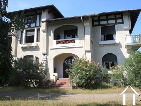 Very large house 5 bedrooms Ref # FV4381