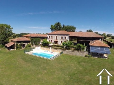 Renovated L shaped character property +gîte + pool Ref # LBD457