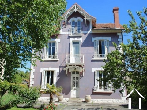 Character house, 6 bedrooms, 2341m² of land. Ref # LC4544