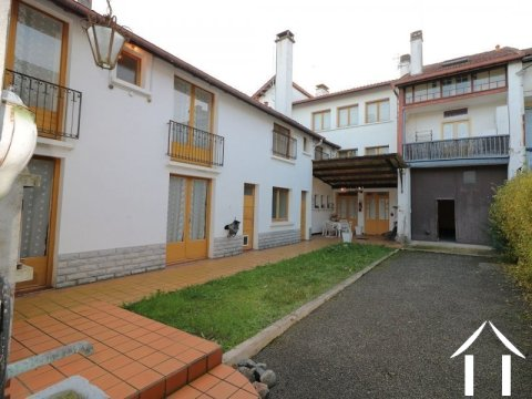 Townhouse, 8 bedrooms, outbuildings, 829m² of land Ref # LC4653