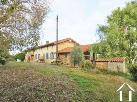 Farmhouse on 27.5ha of land and views pyrenees Ref # MP8078