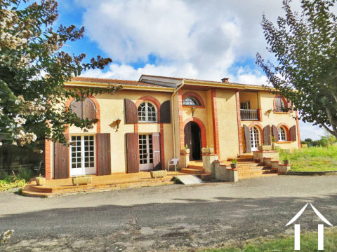 Character house with swimming pool an a large plot (potential to build on) Ref # MP9069