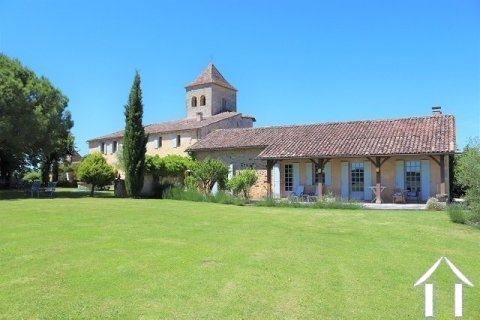 Beautifully renovated 11th century domain