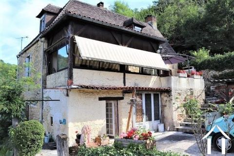 Set of 2 houses in the Périgord Noir with beautiful views. Ref # MPLS1012