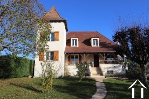 Beautiful house in Quercy style with swimming pool and 5600 m² of land Ref # MPLS1024