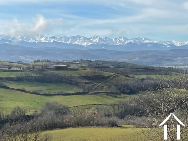 Building land 1.02ha with spectacular views of the Pyrenees.