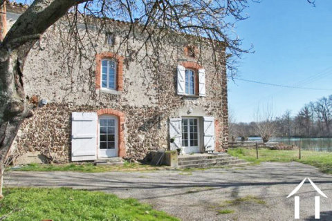 Farmhouse to renovate on 6ha of land with 2 lakes Ref # MP9024