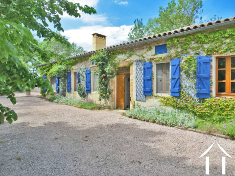 Character house with 8600m2, swimming pool and view pyrenees Ref # MP9034
