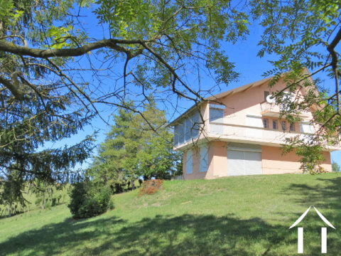 House 227m2 with outbuilding 40m2 and land 1900m2 with magnificent views of the Pyrenees. Ref # MP9047